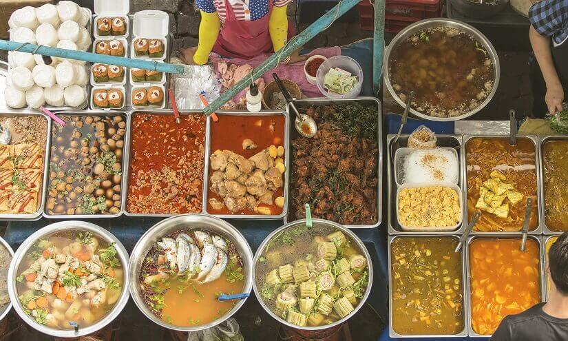 verschiedene thailändische Speisen