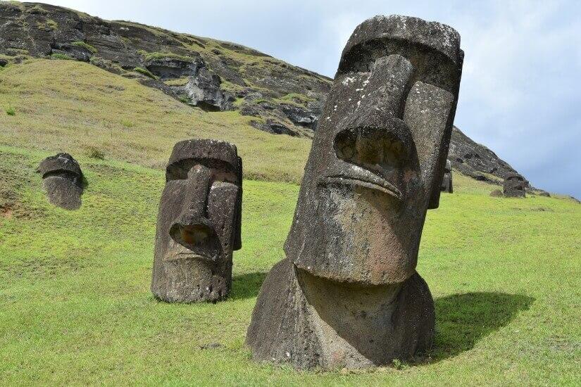 Typische Steinköpfe auf der Osterinsel bei Rapa Nui