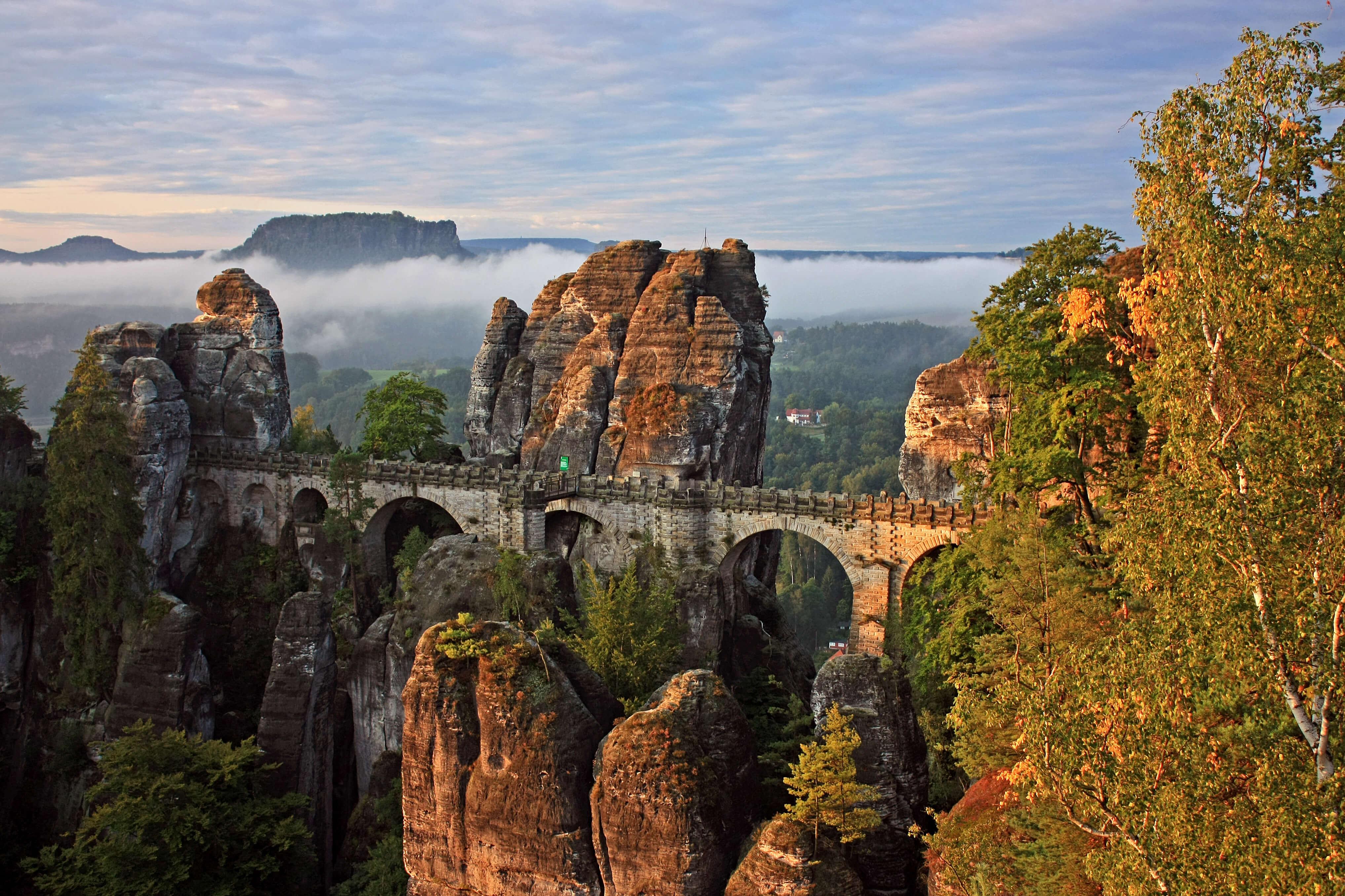 In der sächsischen Schweiz kann der Indian Summer von oben betrachtet werden
