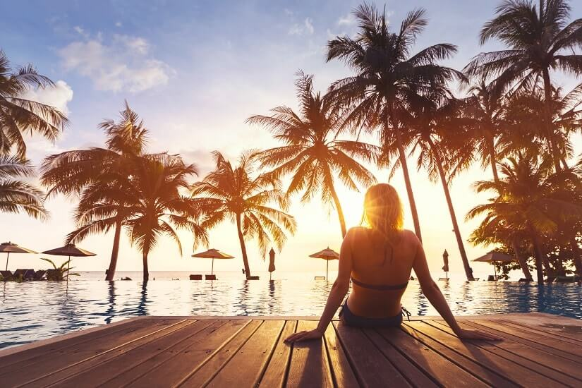 Bild Hotel Pool Frau Thailand