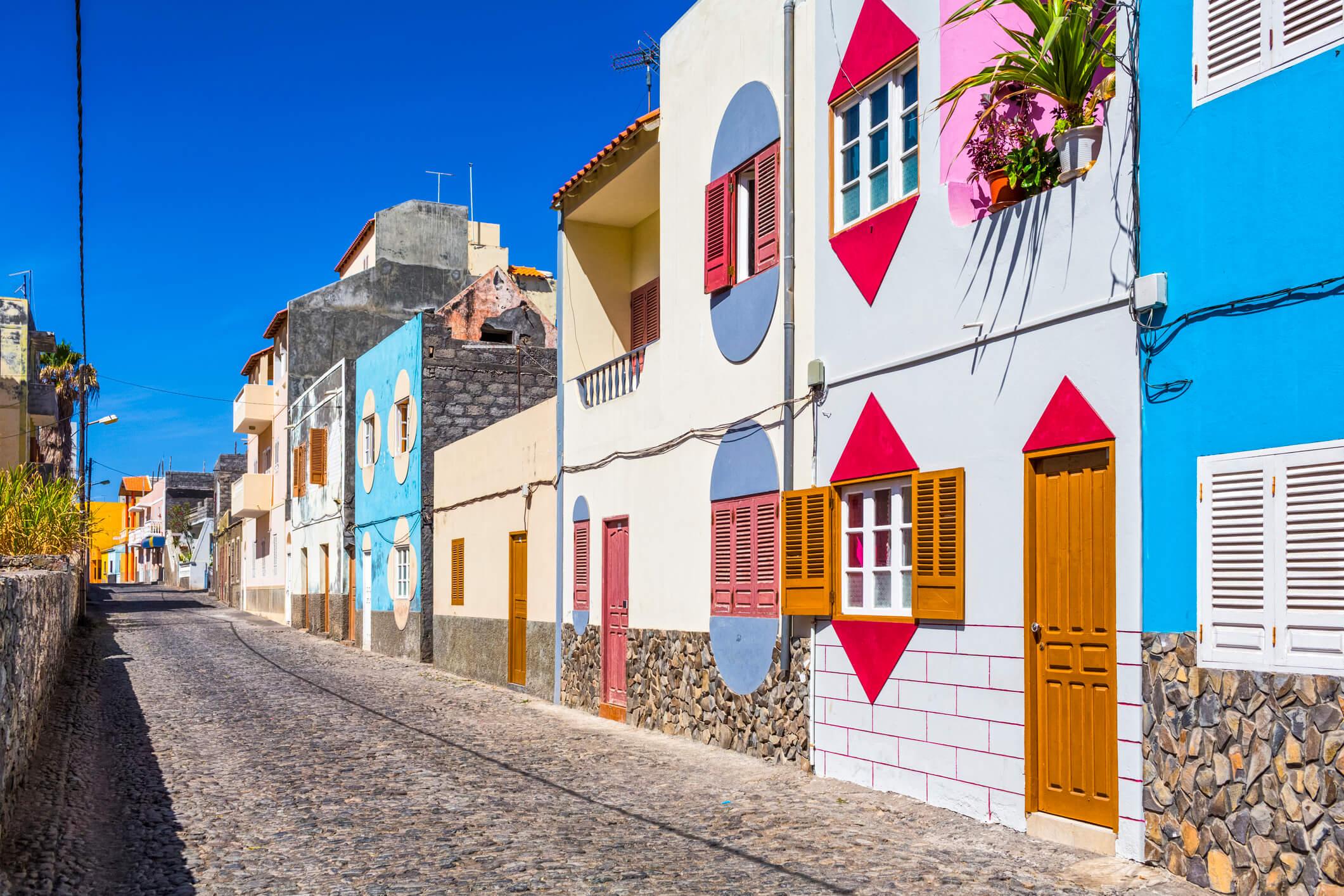 Häuserzeile in Kap Verde