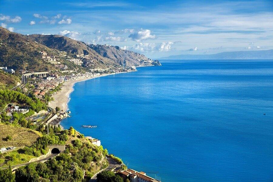 Küstenlinie von Sizilien, Italien