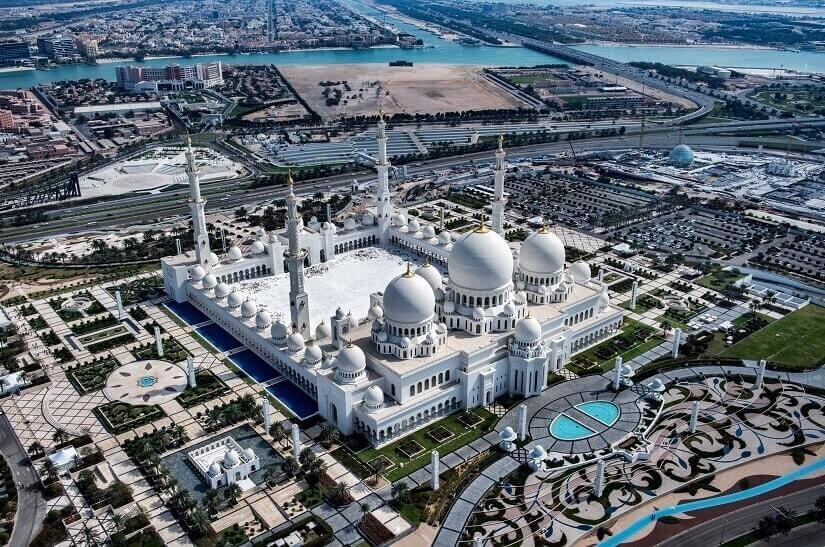 Blick auf die Sheikh-Zayed-Moschee in Abu Dhabi