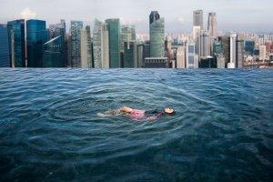 Dachpool über Singapur