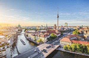 Blick auf Berlin mit Spree und Fernsehturm