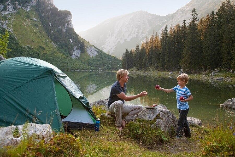 Urlaub am See in den Bergen mit Kindern