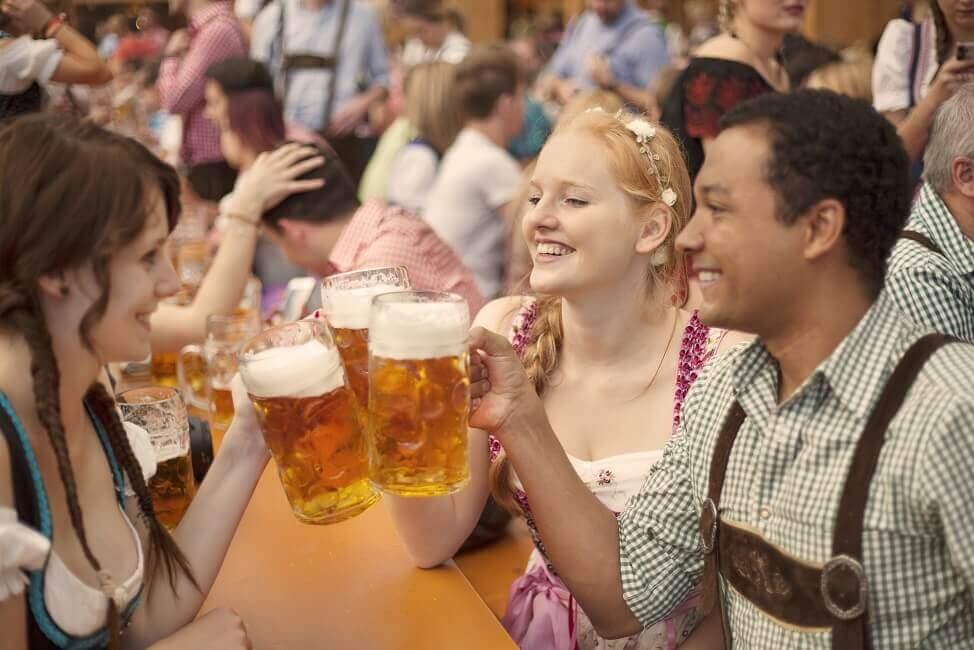 Bild Oktoberfest Bierzelt