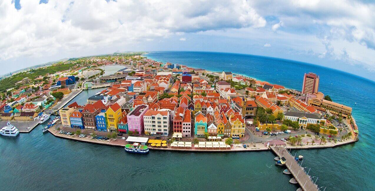 Luftbild von Willemstadt auf Curacao