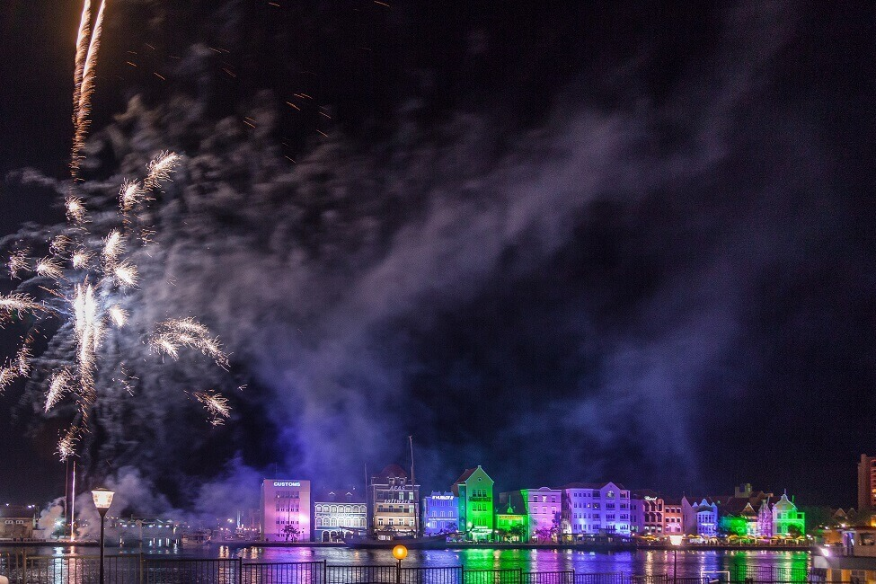 Blick auf Willemstad mit Feuerwerk