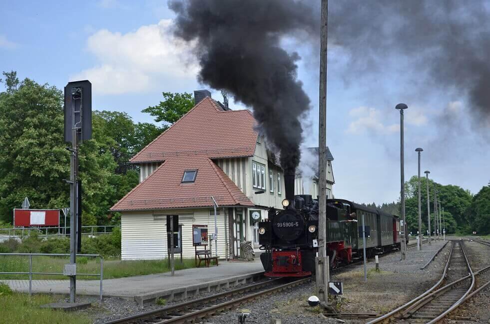 Dampfzug der Harzer Schmalspurbahnen GmbH in Elend