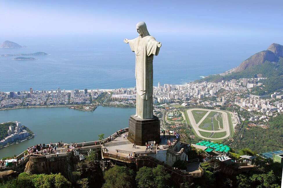 Monumental: Die Christusstatue über Rio de Janeiro misst 38 Meter.