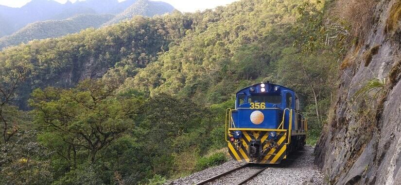Die Schmalspurbahn nach Machu Picchu gilt als einziger offizieller Weg.