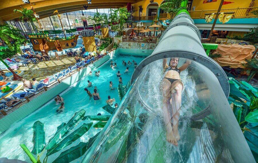 Freizeitbad AquaMagis, Wasserpark, Schwimmen, Tauchen, Rutschen
