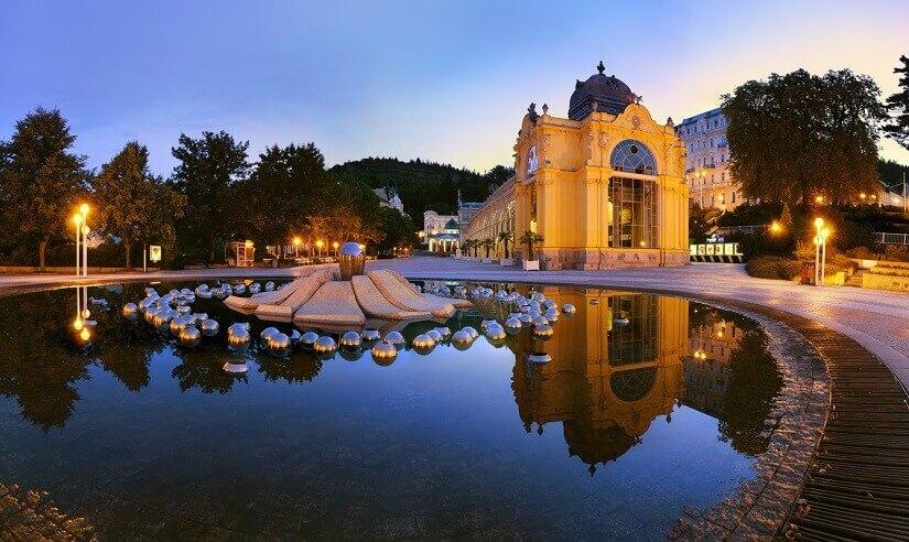 Die singende Fontäne in Marienbad zählt zu den Attraktionen der tschechischen Stadt.