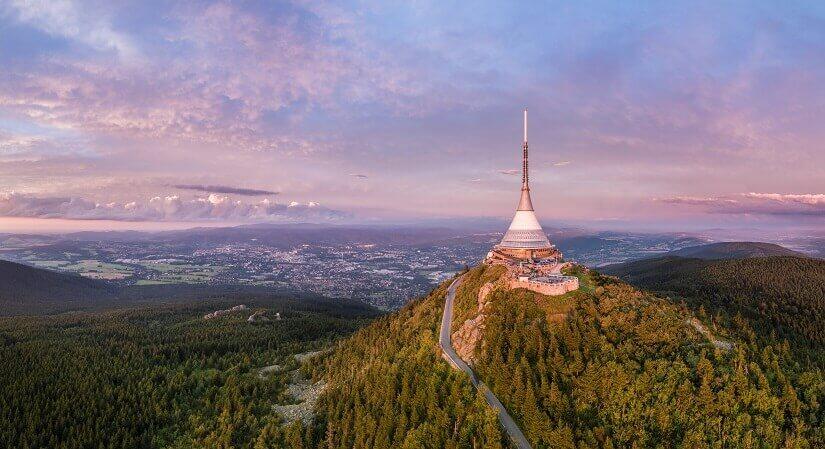 Hotel und Aussichtsturm Liberec in Jeschken, Tschechische Republik