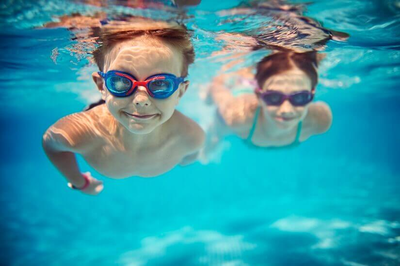 Bild Kinder haben Spaß im Wasser
