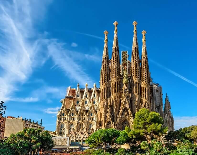 Die von Gaudí geplante Kirche Sagrada Familia in Barcelona