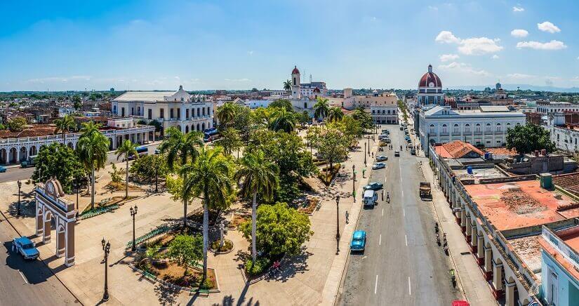 Plaza de Armas in Cienfuegos auf Kuba