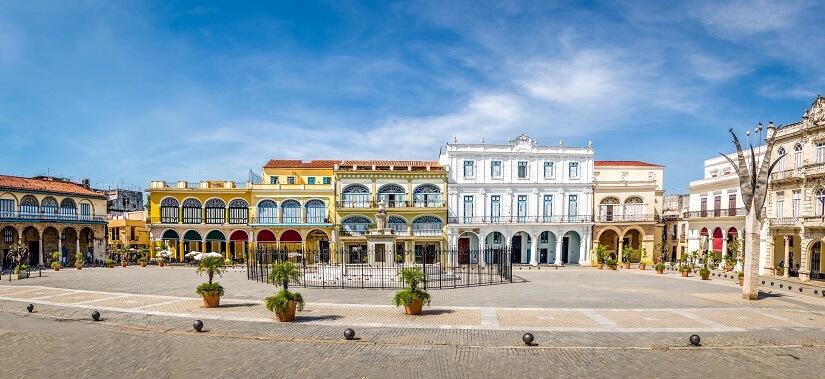 Blick auf den Plaza Vieja in Havanna auf Kuba