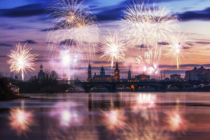 Bild Romantisches Feuerwerk in Dresden