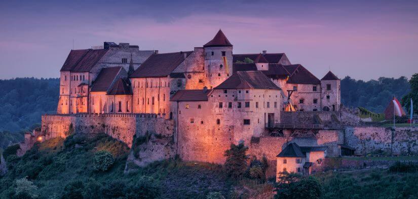 Burg zu Burghausen bei Nacht