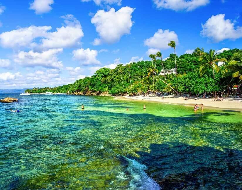 Strand in der Bucht von Samana
