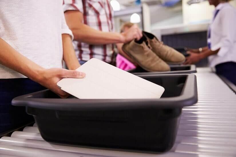 Sicherheitskontrolle am Flughafen