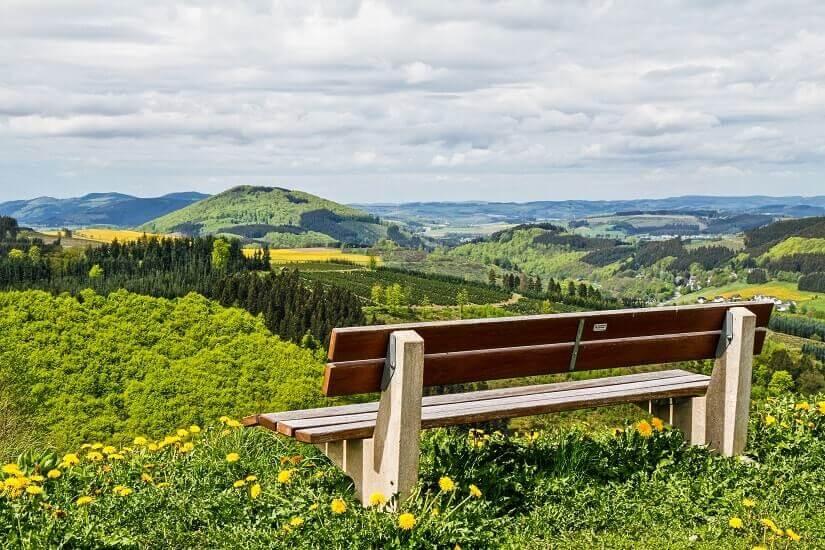 Bild Ausblick auf das Tal im Sauerland