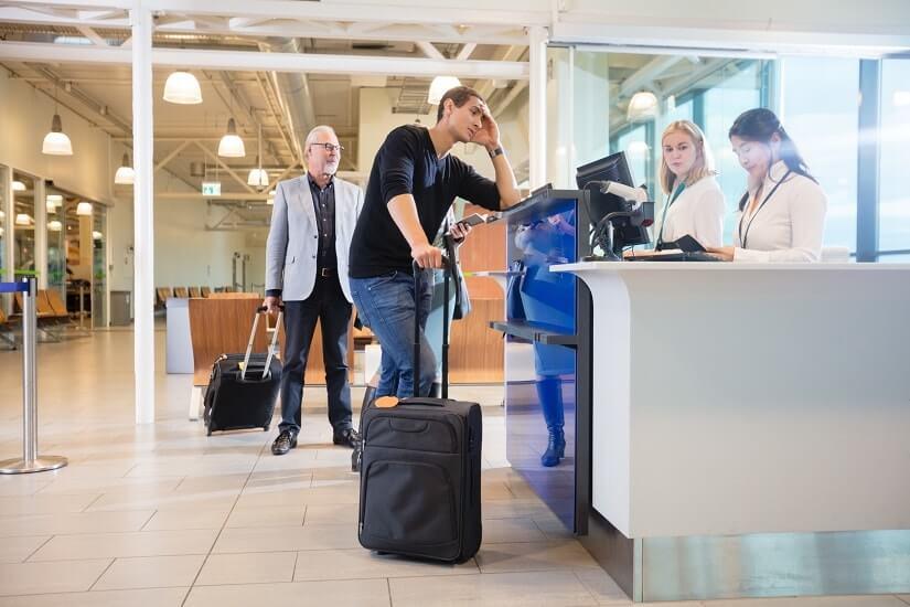 Bild Passagier am Schalter der Airline