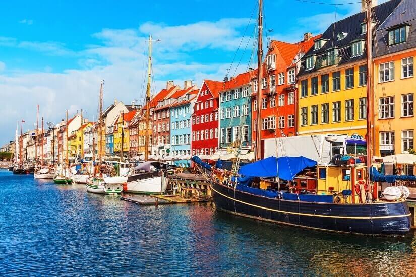 Nyhavn in Kopenhagen mit bunten Häusern