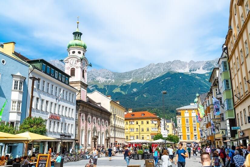 Bild Innsbrucker Altstadt mit Blick auf die Alpen