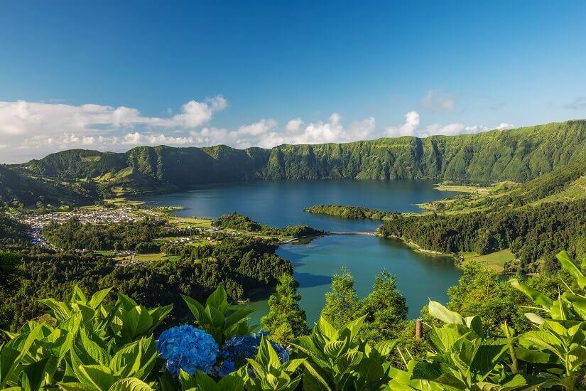 Kratersee auf der Azoreninsel Sao Miguel