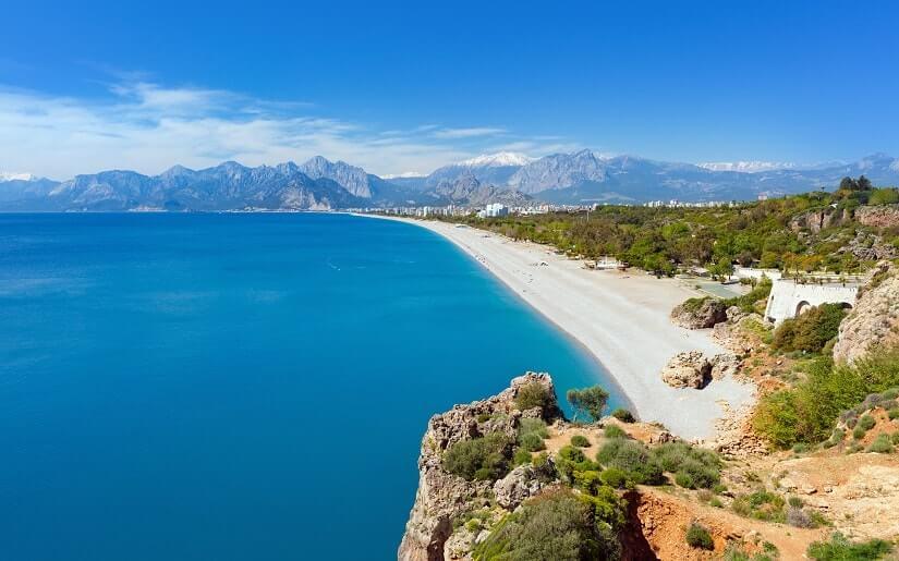 Blick auf einen Strand bei Antalya