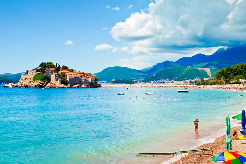 Sveti Island mit Strand bei Budva