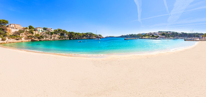 Strand von Porto Christo im Osten von Mallorca