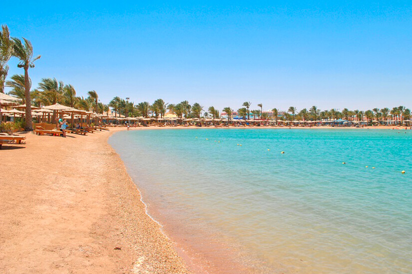 Klarer Himmel über dem Golden Beach in Hurghada