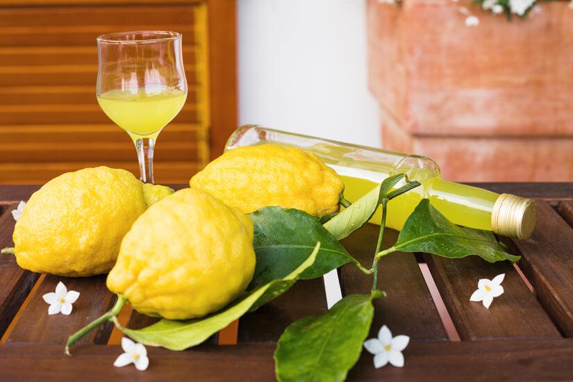 Limoncello aus Amalfi-Zitronen