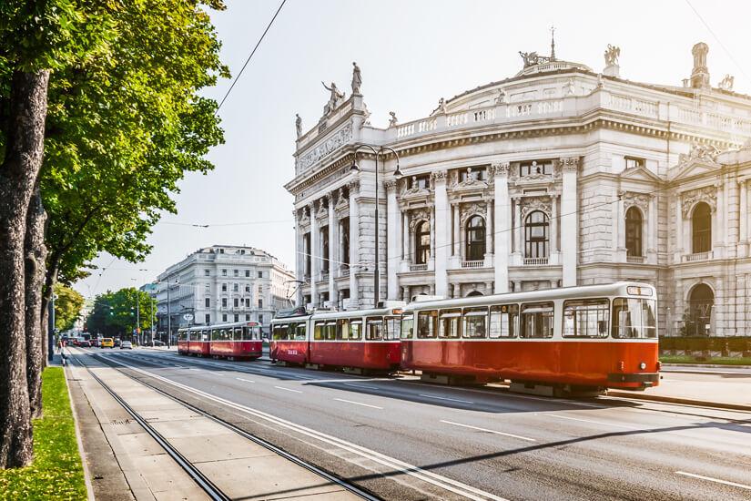 Wiener Ringstraße mit Burgtheater