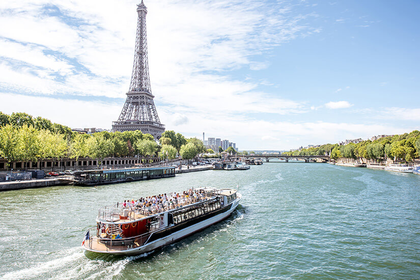 Mit dem Boot auf der Seine