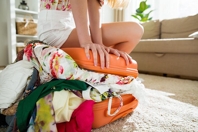 Zu viel Kleidung im Koffer
