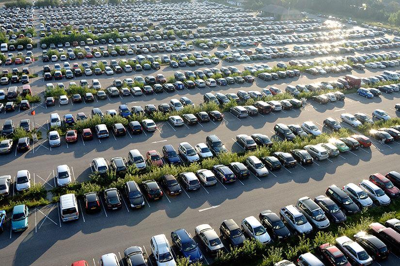 Riesiger Parkplatz für Urlauber