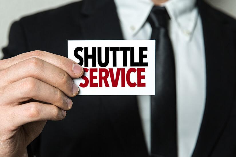 Shuttle Service von und zum Flughafen