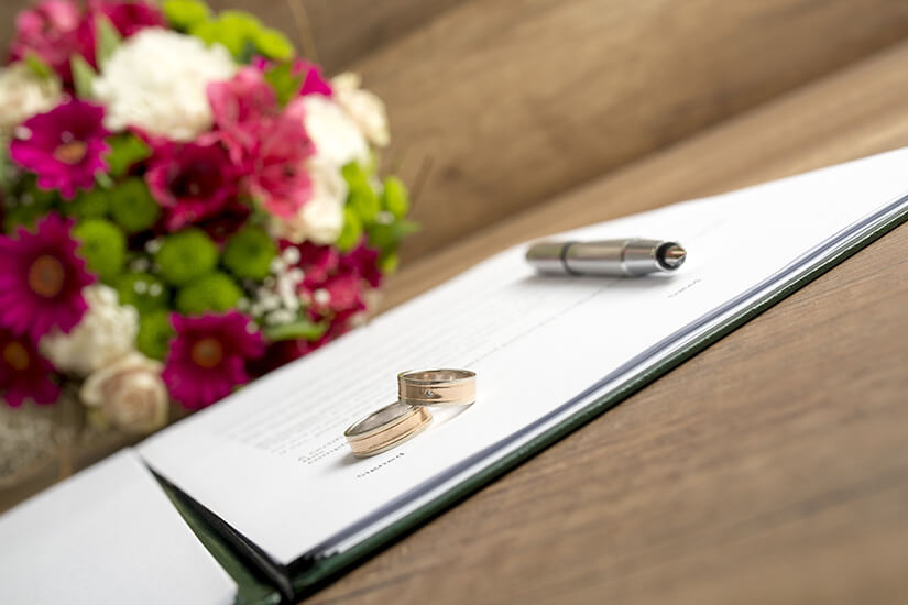 Heiraten im Ausland: Ratgeber mit Checkliste für Paare