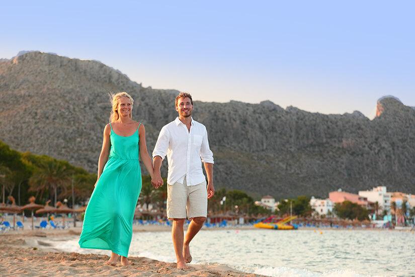Romantischer Strandspaziergang