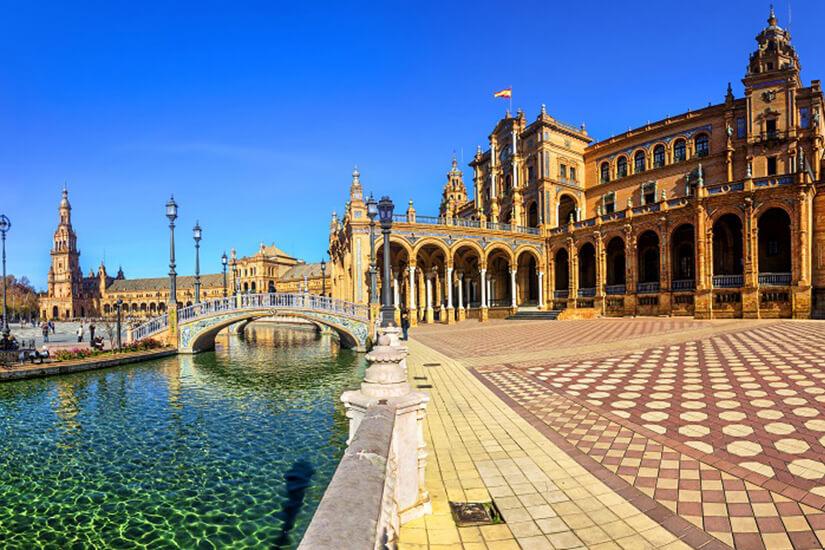 Die Plaza de España in Sevilla
