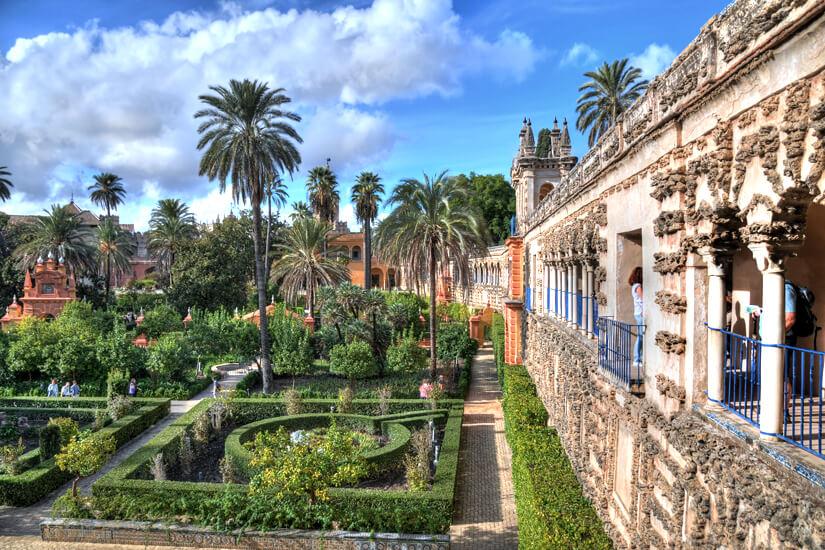Malerische Gärten im Alcazar-Palast