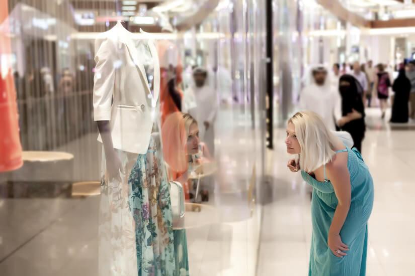 Unterwegs im Einkaufszentrum in Dubai