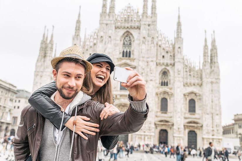 Keine Roaming-Kosten: Selfie mit Mailänder Dom verschicken