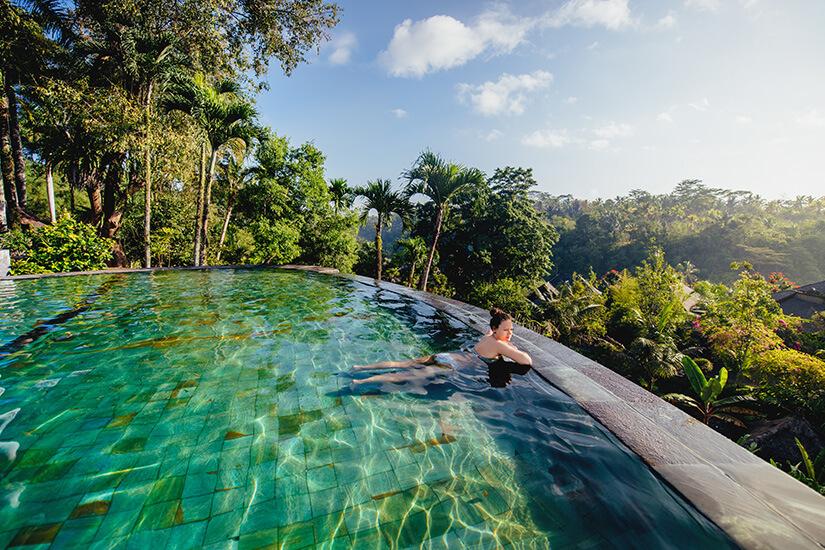 Pool mit Ausblick in Indonesien