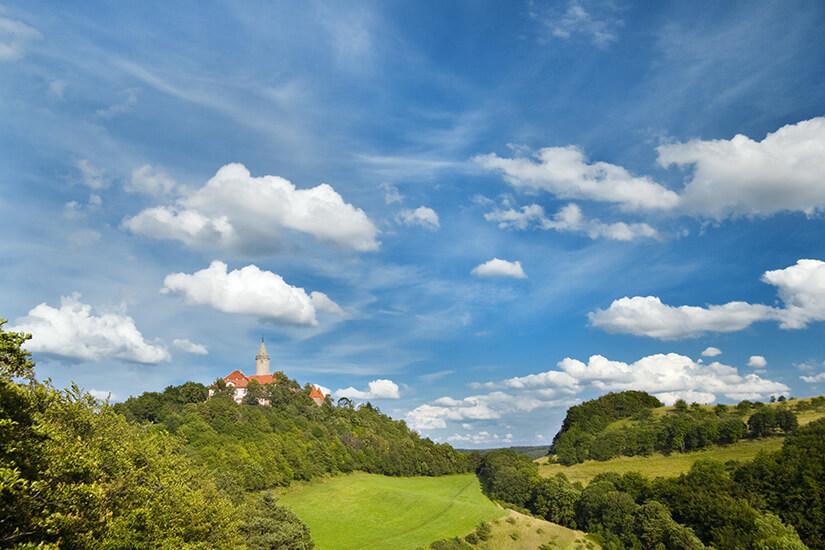 Im Hintergrund die Leuchtenburg